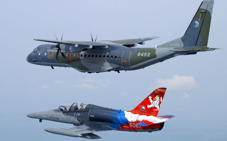The Ministry of Defence has signed a contract for the supply of two CASA aircraft for nearly 2 billion crowns