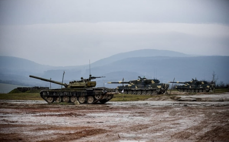 Hungarian tankers are training on Leopard 2 tanks – Czech Army needs to wait for them